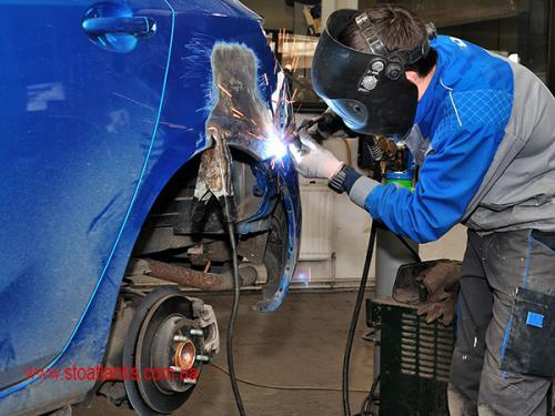 car-body-worker-auto-automobile-body-car-dissemble-doing-dus-2